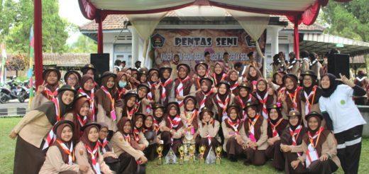 Prodi DIII Kebidanan Purwokerto meraih juara umum dalam kegiatan PPAA 2016